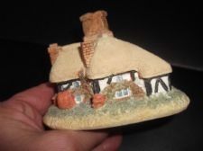 "COLLECTABLE MINIATURE COTTAGE VERY DETAILED RESIN GOOD SIZE 4"" LONG"